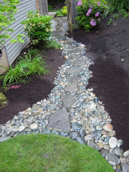 Idee per un vialetto in giardino for Landscaping rocks you can walk on