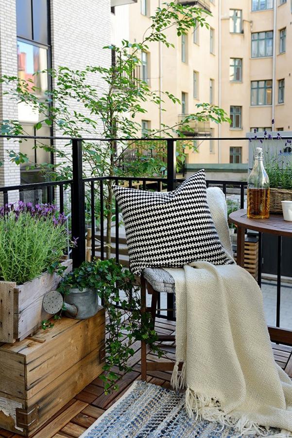 Tappeti Colorati Ikea : Come arredare balcone piccolo designbuzz