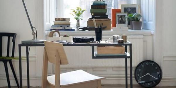 Idee decor scrivania vittsjo ikea - Tavolo scorrevole letto ikea ...