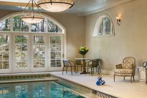 idee-decor-piscine-coperte-24