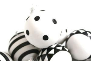 idee-decor-addobbi-natalizi-bianco-nero-11