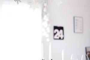 idee-decor-addobbi-natalizi-bianco-nero-29