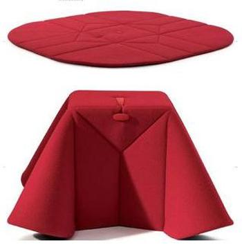 tappeto pouf e tavolino gregory di ligne roset. Black Bedroom Furniture Sets. Home Design Ideas