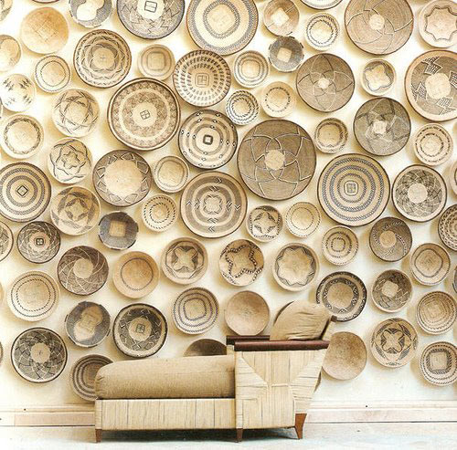 wall-coverede-with-baskets