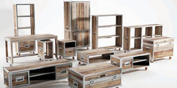 Bauli e valigie come mobili for Mobili industriali vintage