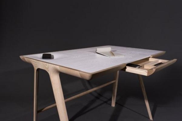 Maya desk_3