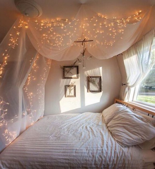 Come usare le lucine di natale in camera da letto - Luci camera da letto ...
