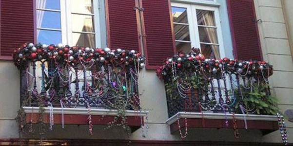 Decorazioni natalizie idee per addobbare il balcone - Decorazioni natalizie fai da te per esterno ...