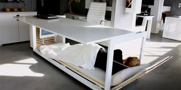 scrivania con letto
