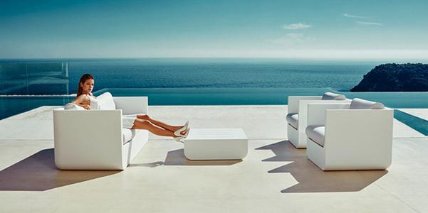 arredi da esterni ulm con luci integrate. Black Bedroom Furniture Sets. Home Design Ideas