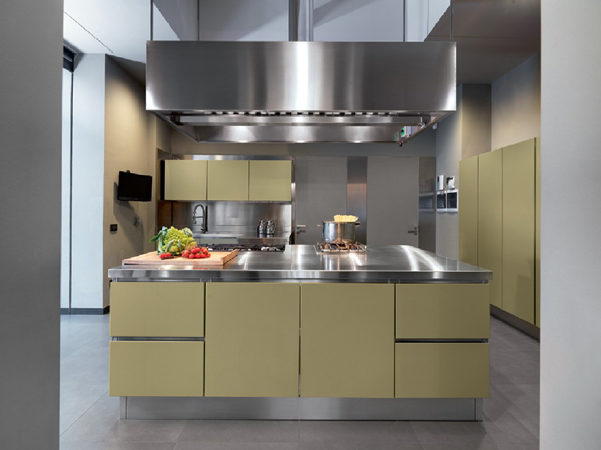 Cucine Abimis in acciaio colorato | DesignBuzz.it