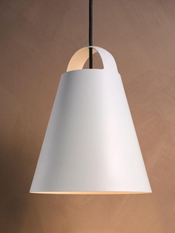 33f2c161e83 La forma della lampada arreda inoltre anche quando è spenta diventando un  piacevole pezzo scultoreo dal sapore scandinavo come le tendenze  contemporanee ...